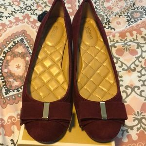 Mid pump suede shoes